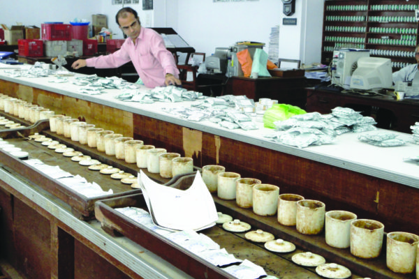 4-kolkata-tea-auctiontasting-room-to-prepare-the-catalogue